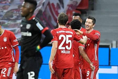 Nach dem Sieg in Leverkusen löste Serienmeister FC Bayern die Werkself als Tabellenführer ab. Foto: Bernd Thissen/dpa-pool/dpa