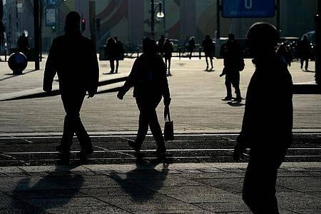 Seit drei Jahrzehnten war die Bevölkerung hierzulande überwiegend gewachsen, mit Ausnahme der Jahre 1998 sowie 2003 bis 2010. Foto: Maurizio Gambarini/dpa