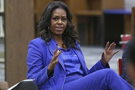 Michelle Obama bei einem Gespräch 2018 an ihrer ehemaligen Schule in Chicago. Foto: Teresa Crawford/AP/dpa