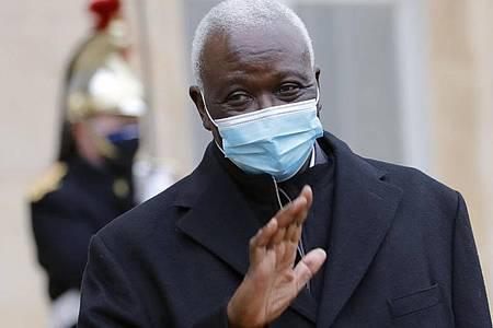 Malis Übergangspräsident Bah N`Daw wurde in ein Militärcamp gebracht. Foto: Christophe Ena/AP/dpa
