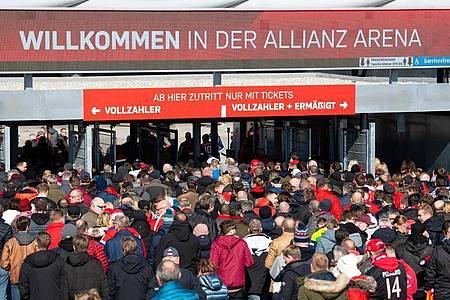 Die Politik muss über eine mögliche Rückkehr der Fußball-Fans in die Stadien entscheiden. Foto: Sven Hoppe/dpa