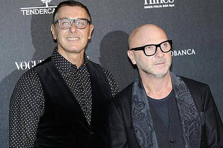 Die italienischen Star-Designer Domenico Dolce (r) und Stefano Gabbana rechnen wegen Corona mit langfristigen Veränderungen in der Modebranche. Foto: Flavio Lo Scalzo/ANSA/EPA/dpa