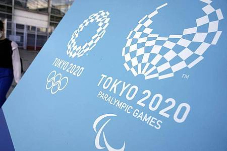 Das Symbol der Olympischen und Paralympischen Spiele 2020. Foto: Eugene Hoshiko/AP/dpa