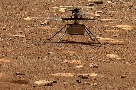 Der Mars-Hubschrauber «Ingenuity» muss seine Rotorblätter künftig noch schneller drehen - die Luft wird dünner. Foto: NASA/JPL-Caltech/dpa