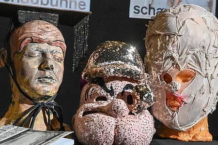 Die Berliner Schaubühne versteigerte Masken, um freie Theaterkünstler in der Pandemie zu unterstützen. Foto: Jens Kalaene/dpa-Zentralbild/dpa