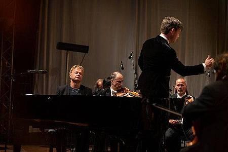 Iiro Rantala und die Deutsche Kammerphilharmonie Bremen spielen Gershwin. Foto: Act Music/Axel Martens/dpa