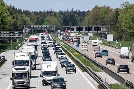 Dichter Verkehrauf der Autobahn. Foto: Matthias Balk/dpa