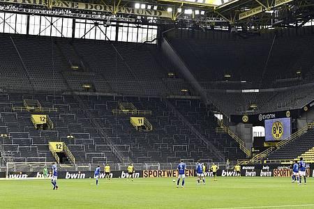 Die Tribünen blieben am 26. Spieltag leer. Foto: Martin Meissner/AP-Pool/dpa