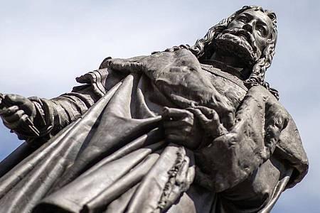 Das Albrecht-Dürer-Denkmal in Nürnberg. Foto: Daniel Karmann/dpa
