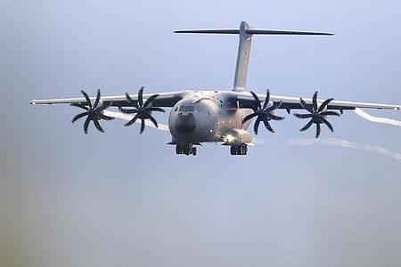 Das Transportflugzeug A400M der Bundeswehr. Mit diesen Maschinen wurden Menschen aus Kabul evakuiert. Foto: Friso Gentsch/dpa