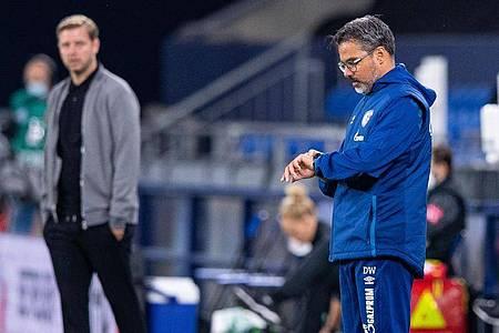 Für Trainer David Wagner (r) scheint die Zeit beim FC Schalke 04 abgelaufen zu sein. Foto: Guido Kirchner/dpa