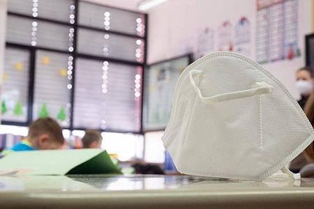 Es gibt wieder vermehrt Corona-Ausbrüche an Kitas und vor allem an Schulen. Foto: Sebastian Gollnow/dpa