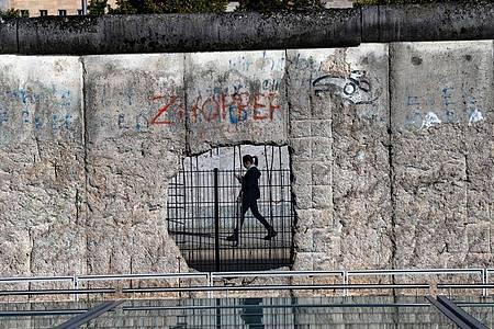 Ost- und Westdeutsche sind sich deutlich näher gekommen - ganz verschwunden sind die Unterschiede jedoch nicht. Foto: Paul Zinken/dpa-Zentralbild/dpa