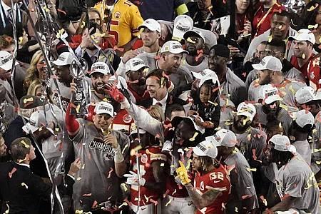 Die Kansas City Chiefs gewinnen seit 50 Jahren wieder der Super Bowl. Foto: Morry Gash/AP/dpa