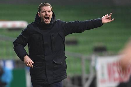 Werder-Trainer Florian Kohfeldt war nach der Heimniederlage angefressen. Foto: Carmen Jaspersen/dpa