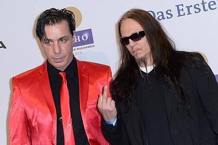 Musiker Till Lindemann (l) und Peter Tägtgren machen Musik. Foto: Britta Pedersen/dpa-Zentralbild/dpa