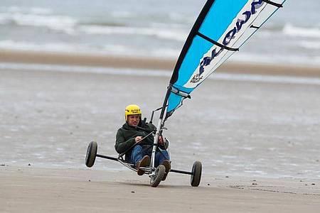 Prinz William beim Strandsegeln in Schottland. Foto: Phil Noble/PA Wire/dpa