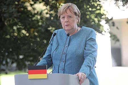 Angela Merkel (CDU) bei einer Pressekonferenz in Polen. Auf ihrer Reise in den Osten Europas besucht die Kanzlerin jetzt Serbien undAlbanien. Foto: Wojciech Olkusnik/PAP/dpa