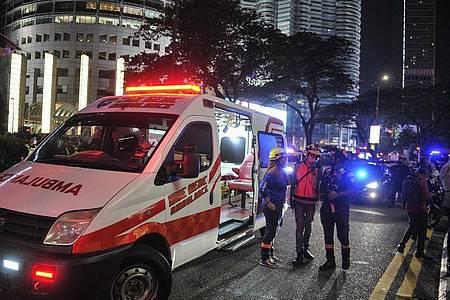 Rettungskräfte am Unglücksort im Einsatz. Foto: Amirul Azmi/BERNAMA/dpa