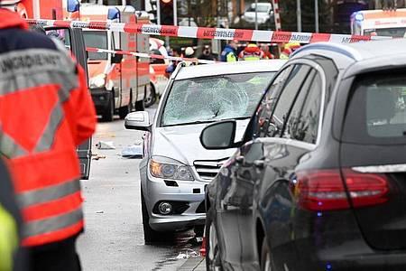 Die Unfallstelle in Volkmarsen mit dem Auto, das in einen Karnevalsumzug gefahren war. Foto: Uwe Zucchi/dpa