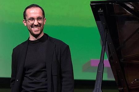 Der Pianist Igor Levit zwischen Streaming und Konzertsaal. Foto: Hendrik Schmidt/zb/dpa