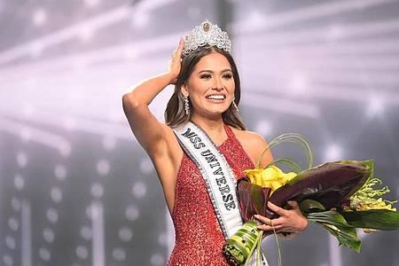 Andrea Meza nach ihrer Krönung zur «Miss Universe 2021» in Florida. Foto: Benjamin Askinas/©IMG Universe LLC/dpa