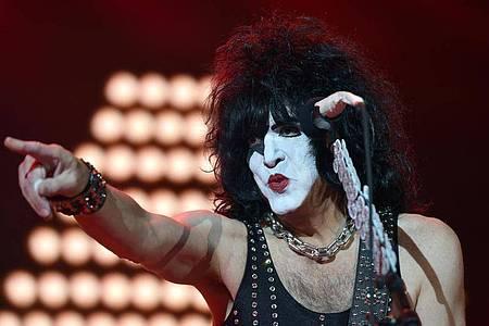 Paul Stanley, Gitarrist und Sänger der Hardrock-Band Kiss, kann nach einem positiven Corona-Test nicht auftreten. Foto: Caroline Seidel/dpa