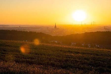 Sonnenaufgang bei Hildesheim in Niedersachsen. Foto: Moritz Frankenberg/dpa