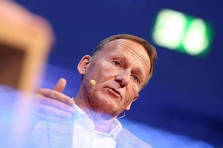 BVB-Boss Hans-Joachim Watzke findet die Geisterspiele gewöhnungsbedürftig. Foto: Roland Weihrauch/dpa