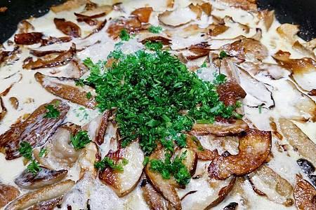 Die meisten Pilzsammler bevorzugen den Klassiker: Steinpilze gebraten in Butter oder Öl. Foto: Geraldine Friedrich/dpa-tmn/Archivbild