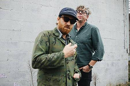 Dan Auerbach (l) und Patrick Carney sind The Black Keys. Foto: Joshuablackwilkins/Warner Music/dpa