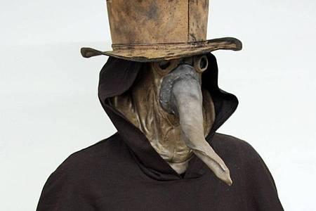 Die Kleidung eines Pestarztes aus dem 17. Jahrhundert. Foto: --/Rijksmuseum Boerhaave./dpa