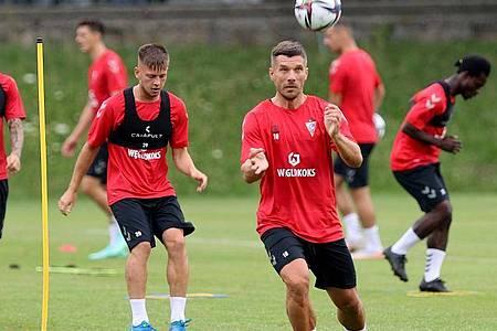 Lukas Podolski spielt jetzt für den polnischen Erstligisten Gornik Zabrze. Foto: Andrzej Grygiel/PAP/dpa