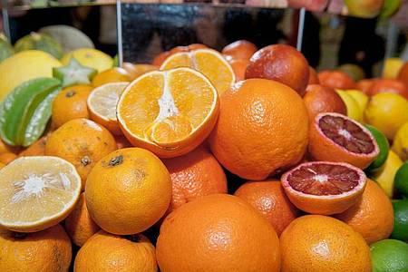 Auch für Orangen und andere Zitrusfrüchte führt die EUneue Grenzwerte für Gifte ein. Foto: Felix Zahn/dpa