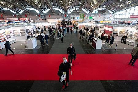 Die Zahl der Besucher ist begrenzt. Foto: Sebastian Gollnow/dpa