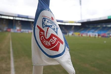 Für das Heimspiel von Hansa Rostock gegen den Halleschen FC wurden 777 Zuschauer zugelassen. Foto: Danny Gohlke/dpa