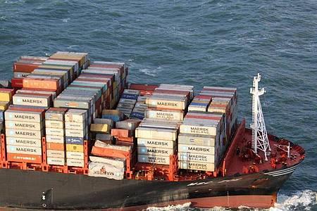 Die mit Containern beladene «MSC Zoe» ist in der Nordsee unterwegs und hat durch den Sturm auf dem Weg vom belgischen Antwerpen nach Bremerhaven Ladung in der Nordsee verloren. Foto: Nlcg-Phcgn/Netherlands Coast Guard/dpa