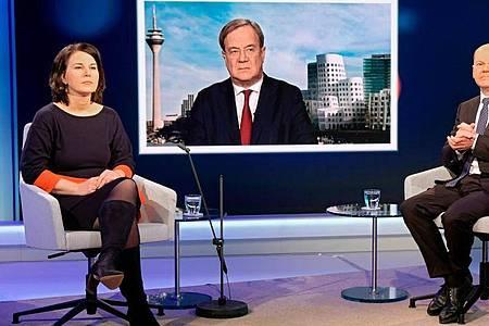 In der Kanzlerfrage liegt Grünen-Chefin Annalena Baerbock weiter vorn, ihr Vorsprung vor Armin Laschet und Olaf Scholz ist aber geschrumpft. Foto: Oliver Ziebe/WDR/dpa