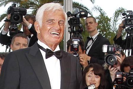Jean-Paul Belmondo, französischer Schauspieler, kommt 2011 bei den Filmfestspielen in Cannes zu einer Gala. Foto: Ian Langsdon/EPA/dpa