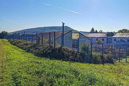 Ein Zaun umschließt das Klinikum am Weissenhof - Zentrum für Psychiatrie. Foto: Julian Buchner/Einsatz-Report24/dpa