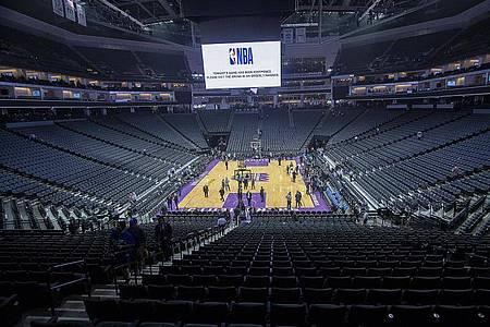 In den USA gehen dem Sport duch die Corona-Krise Milliarden verloren: Leeres Basketball-Stadion. Foto: Paul Kitagaki Jr./ZUMA Wire/dpa