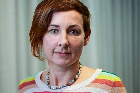Schriftstellerin Juli Zeh kommt zur Preview des ZDF-Mehrteilers «Unterleuten». Foto: Soeren Stache/dpa-Zentralbild/dpa