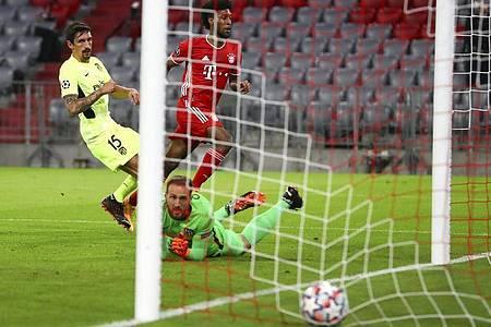 Eingenetzt: Kingsley Coman brachte Bayern in Führung. Foto: Matthias Schrader/Pool AP/dpa