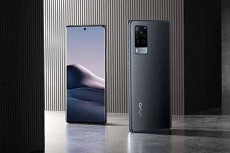 Das Vivo X60 Pro 5G (800 Euro) besitzt einen 6,56 Zoll großen, quasi randlosen AMOLED-Bildschirm (2376 mal 1080 Pixel) mit HDR10+ und 120-Hertz-Bildwiederholrate. Foto: Vivo/dpa-tmn