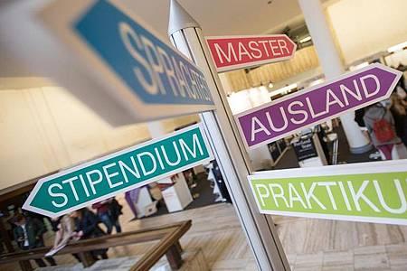 Stipendien gibt es nicht nur für Studierende, auch Absolventen einer Berufsausbildung können sich fördern lassen. Foto: Florian Schuh/dpa-tmn