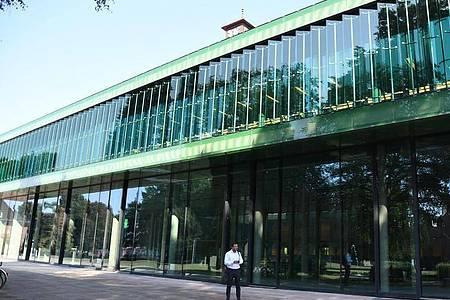 Die Universität wird von der Schweizer Hochschule «Schaffhausen Institute of Technology» übernommen. Foto: Carmen Jaspersen/dpa/Archivbild