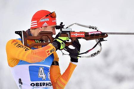 Musste sich mit der deutschen Mixed-Staffel in Oberhof mit Platz fünf zufrieden geben: Schlussläufer Arnd Peiffer. Foto: Martin Schutt/dpa
