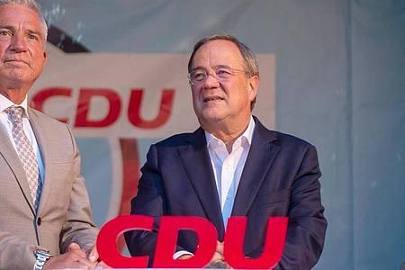 CDU-Kanzlerkandidat Armin Laschet (r) und Baden-Württembergs CDU-Landesvorsitzender Thomas Strobl bei einer Wahlveranstaltung. Foto: Stefan Puchner/dpa