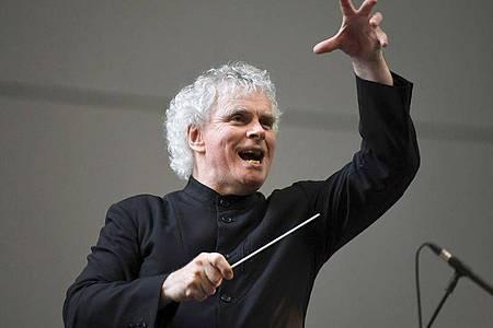 Sir Simon Rattle wird Chefdirigent des BR-Symphonieorchesters in München. Foto: Doug Peters/PA/AP/dpa