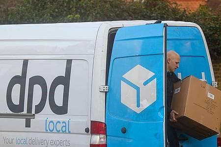 Der Paket-Dienstleister DPD stellt Lieferungen von Großbritannien auf den europäischen Kontinent und nach Irland vorübergehend ein. Foto: Steve Taylor/SOPA Images via ZUMA Wire/dpa
